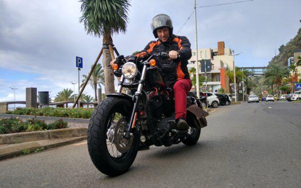 Besonders viel Spass machen die Strassen auf dem Sattel einer fetten Harley...