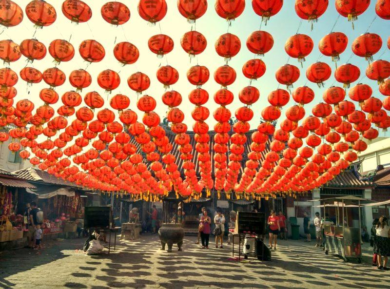 Chinesisch Neujahr feierte ich in Malayisa. Hier ein Tempel auf Penang.