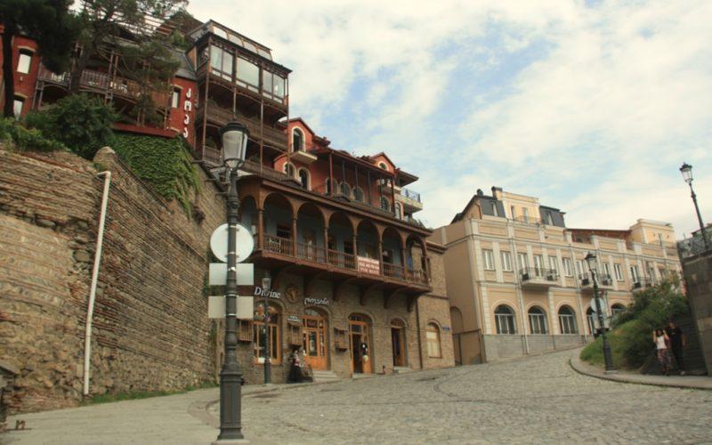 Charmante Strasse im Zentrum von Tiflis.