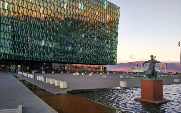 Eines der Wahrzeichen der isländischen Hauptstadt: Das Harpa-Zenter. Fotos: OZ