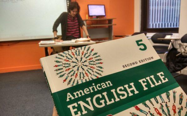 In der Sprachschule für Erwachsene in New York