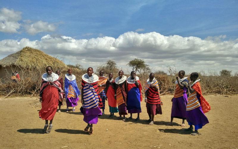 Menschenzoo oder Völkerverständigung: Über den Besuch von Massai-Dörfer