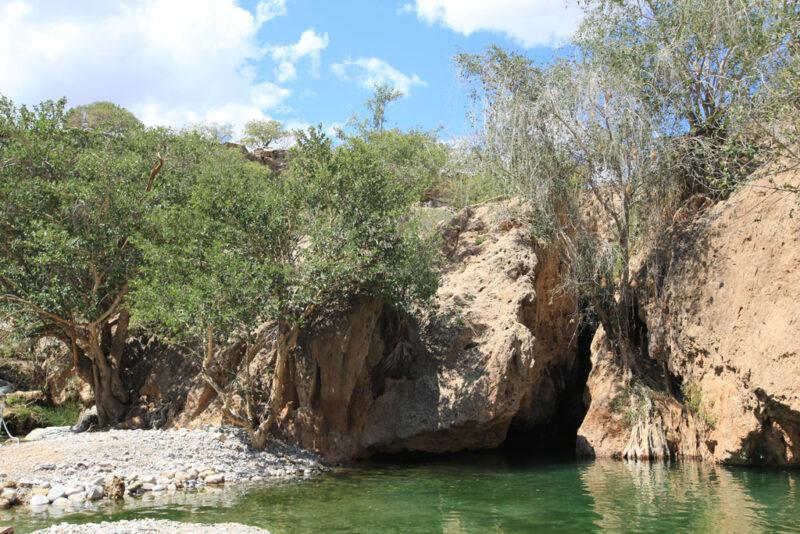 Das Wasserbecken am Ongongo Wasserfall lädt zum Schwimmen ein.