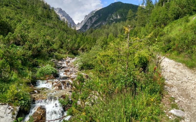 Die schönere Route vom Innsbruck Treck führt dem Sturlbach entlang.